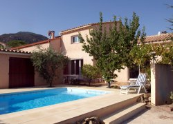 Laroque Holiday Villa with heated private swimming pool