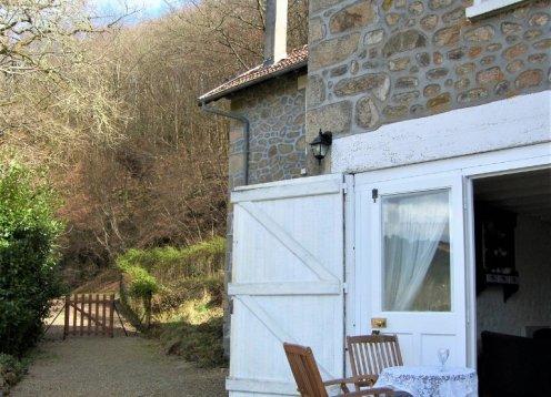 Violette Cottage. Une vue exceptionnelle et bain à Remous
