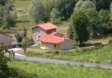 This small vineyard house has been extended to welcome 5 persons Auvergne