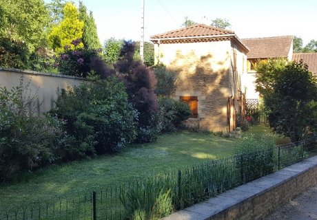 Pretty 2 Bedroom stone gite with pool 1.8km from mediaeval Sarlat Aquitaine