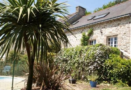 Wonderful Brittany holiday cottage with heated pool and gym