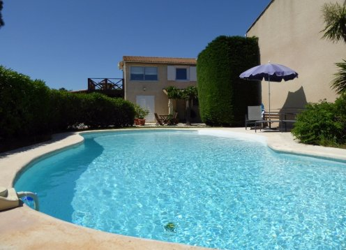 Air Conditioned Garden Apartment, large Private Pool next to vineyard