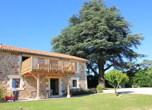 Le Pommier, Child Friendly rural gite with large pool & garden
