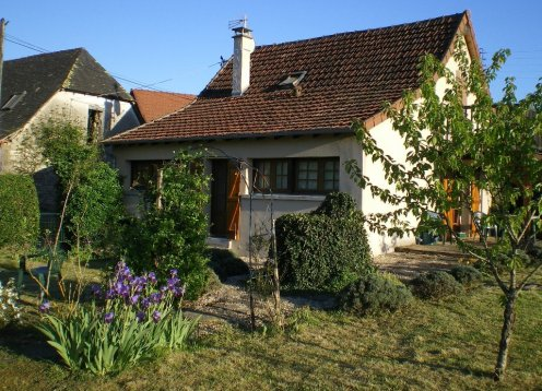 Cottage in a peaceful hamlet by the River Vezere