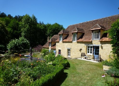 STUNNING 18thC PROPERTY. HUGE HEATED POOL IN PRIVATE 50 ACRE ESTATE
