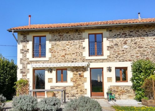 Le Cerisier, Child Friendly rural gite with large pool & garden