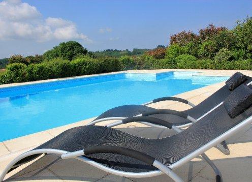 Le Cerisier, kindvriendelijke landelijke gite met groot zwembad & tuin